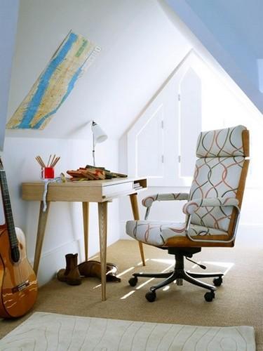 阁楼变书房设计 木地板衬托书香气息图片