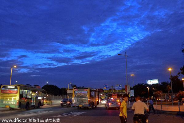 月5日,东莞,街道夜景.当夜幕降临,工业区,广场,公园开始变图片