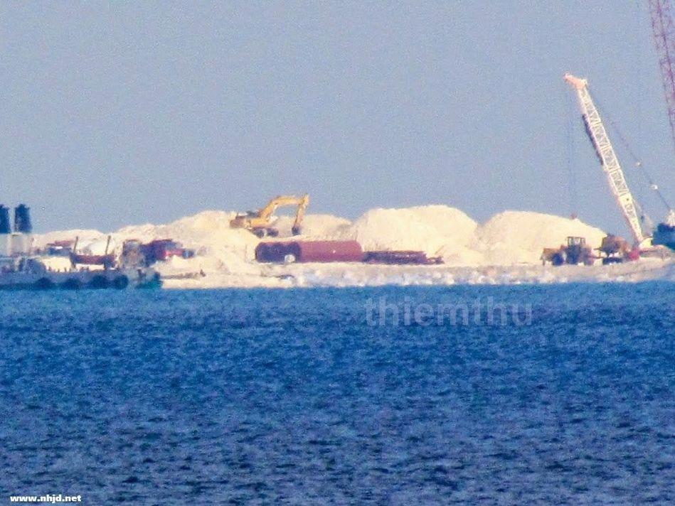 中国船队在越军眼皮底下扩建赤瓜礁 - 飘云的日