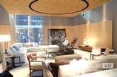 Flexform ,意大利最著名的三大品牌沙发。展位空间设计与2013年基本是原班不动。一样的木条、一样影木,一样FOLS大型环形的灯。