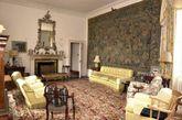 梅伊堡是英王室首个供出租的城堡,可接待至多12名客人。5万英镑的租金可享受城堡内20名仆人的全方位服务、由王室活动策划师提供的全程活动策划、品尝英国顶级系列的葡萄酒、一览优美海景、三文鱼垂钓等。图为梅伊堡内景。