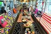 或许你会说包下地铁广告也不是什么新鲜事,可宜家却再次刷新了互动营销界的三观,为宣传即将在东京开张的新店,直接将派对搬上了列车,并起名为Party Train,不但列车内部所有装饰用品全部来自宜家,party所用的食物饮料也均来自宜家餐厅。只要是宜家会员便可申请搭乘这辆Party Train,带着你驶入宜家在东京的新店立川店,享受一次愉快舒心的购物之旅。