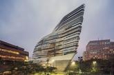 香港理工大学设计学院赛马会创新大厦,由扎哈-哈迪德建筑事务所设计。(实习编辑:温存)