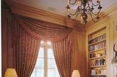 洛可可风格在现在家居装修中运用的很多,也是最为流行的装修风格之一。洛可可风格应用明快的色彩和纤巧的装饰,家具也非常精致而偏于繁琐,不像巴洛克风格那样色彩强烈,装饰浓艳。洛可可家居装修风格也以崇尚自然为主题。为了模仿自然形态,室内建洛可可风格在现在家居装修中运用的很多,也是最为流行的装修风格之一。(实习编辑:温存)