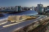 韩国首尔的东大门设计广场,由扎哈-哈迪德建筑事务所设计。(实习编辑:温存)