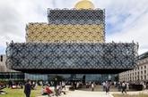 麦肯诺建筑师事务所设计的伯明翰图书馆,耗资1.89亿英镑(约合3.24亿美元),2013年9月正式对外开放。巴基斯坦传奇女孩马拉拉参加了伯明翰图书馆的揭幕仪式。马拉拉因倡导女孩受教育而遭塔利班枪击。(实习编辑:温存)