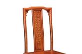 水木清华沙发:将现代的布艺完美的融合在红木的传统工艺中。传统的拼攒手法得到更好传承。造型庄重,大气恢宏。(实习编辑:温存)