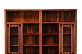 水木清华电视柜:中间对开门采用玻璃,现代电子产品信息能接收到柜内。更显人性化。造型大方得体。(实习编辑:温存)