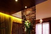 东南亚豪华风格是一种结合了东南亚民族岛屿特色及精致文化品位的家居设计方式,多适宜喜欢静谧与雅致、文化修养较高的成功人士。(实习编辑:温存)