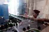 董莎莎望着沙盘,说市中心的房子也是自己向往的地方。