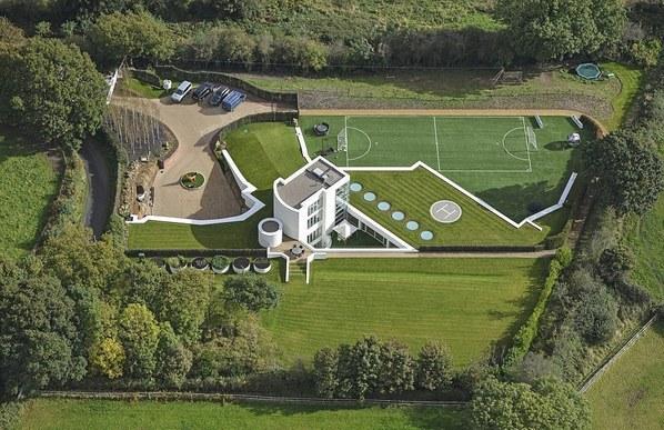巴神600万欧移居利物浦 豪宅自带足球场停机坪