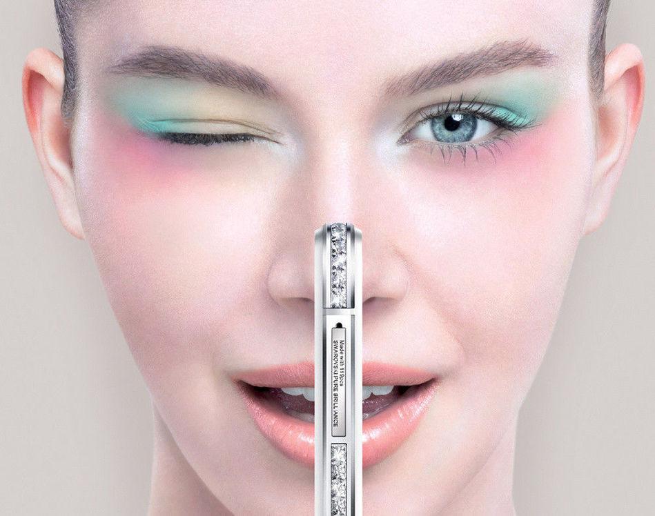 全新SUGAR马卡龙手机以风靡全球的点Macaron为创意理念,时尚抢眼的外观、四款最具人气的马卡龙颜色,加上SUGAR一贯坚持的珠宝级镶嵌工艺,都成为消费者期待马卡龙手机的理由。SUGAR马卡龙支持全新4G,机身厚度调整到7.65mm,更加纤薄,并且在手机尺寸上的优化,也更加适合单手操作。此外,SUGAR马卡龙采用Sony最新一代背照式感光元件,配置800万前置摄像头,以及与世界顶级图像软件处理巨头宏软合作,打造出可媲美摄影工作室般的实时及后期专业美化,旨在为女性消费者带来更多惊喜。