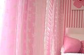 摈弃厚重的印花和装饰,淡雅的浅色系窗帘独享一丝轻盈。无论是淡粉、浅绿,还是米色,都有一丝朦胧的美感,营造出浓郁的浪漫气氛。(实习编辑:辛莉惠)