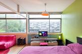 在墙面上,总能激发出更大的想象空间。大面积铺陈对比色,便能尽情享受色彩带来的激情。在多彩饱和的色彩感染下,呈现出多变个性的家居空间。(实习编辑:辛莉惠)