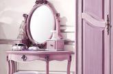 梳妆台承载了女生们最美的时光,而当选择浅淡色系的妆台,则更能衬托出娇美的容貌。将细腻的质感蔓延至每个角落,精致的梳妆台,正是生活品质的极致体现。(实习编辑:辛莉惠)