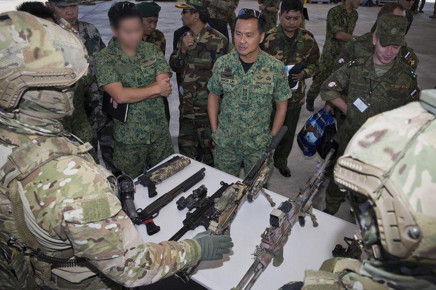 澳大利亚特种部队向解放军展示先进武器装备