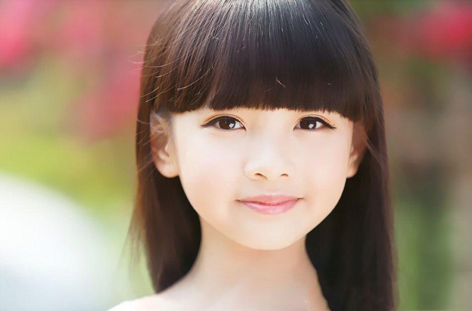 八岁萝莉王巧被赞国民小美女高清大图 娱乐
