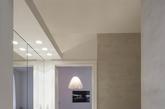 这所公寓位于维也纳一栋拥有悠久历史的建筑内。设计师尽可能的保留了原先的结构,并融入了生活气氛,在充满典雅的考究装饰中,提升生活品味。(实习编辑:陈尚琪)