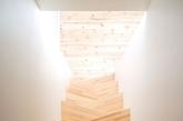 如果你们家的房子有一个阁楼,或者是需要自己加装楼梯的话,那么设计一款自己喜欢满意的楼梯是必须的。视错觉,缤纷色彩,滑梯等元素都是创意楼梯的热门元素。快来看看设计师怎么运用它们吧!(实习编辑:陈尚琪)
