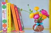 21世纪是电子书籍和笔记本电脑的时代,但家里仍会有很多纸质书,我们可以按风格加以展示。下面给大家介绍5个方法更好的展示家中的图书。1 按照颜色分类:按颜色排列你的书可以产生很好的效果,特别是当你有很多书的时候。但是,从简单和实用的角度出发,最好还是少用一些书。(实习编辑:刘宁馨)