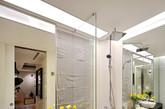 作品以现代西方极简主义为主题,结合新时代生活模式,颠覆以往中高端住宅停留在消费者心中的奢华形象。极简主义的白色空间,空间要求宽阔明亮,因此墙身天花并无太多特殊造型,运用建筑的手法,进行大空间的分割。(实习编辑:周芝)