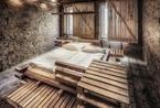 无装饰显示本真魅力 只有床的低成本客房
