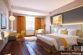 第二个卧室由设计师Mayadewi设计完成。整个卧室以愉快地明黄为主要基调。夜晚睡在里面,梦境里一定都是香甜的柑橘味道和田园里明媚的阳光吧!(实习编辑:张曦)