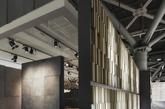 意大利著名设计师Paolo Cesaretti是一位著作等身才华横溢的天才设计师,他擅长于商业设计,风格多变。他主导的项目不仅能够实现包括从基本环境到城市或业界要求的特殊效果,而且可以利用不同颜色、材料和灯光映衬创造出一个完全不同干以往的氛围。本次展示的是一个博洛尼亚Kale陶瓷展厅,灰色为主色,线条分明,且不显得沉重,展厅里的每一间隔间都有独立的特色,最终又整合成为一个大主题。