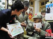 俄方为湖北宜昌97岁老兵颁发卫国战争胜利纪念章