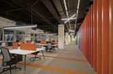 土耳其MetGlobal在线旅行公司充满活力的办公空间设计,赤橙黄绿青蓝紫,想看到的色彩应有尽有,渐变且明丽。这样的办公室,你想入驻嘛?