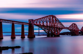 【1】苏格兰福斯桥,英国 福斯桥跨越苏格兰的福斯河,是世界上最长的多跨悬臂桥。该铁路桥于1890年开始使用,至今仍然通行客运和货运火车。
