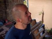 英国银行家放弃80万高薪到老挝小岛务农隐居