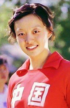 攻手因外型酷似山口百惠的杨希拥有极高的人气.她退役后投身房图片