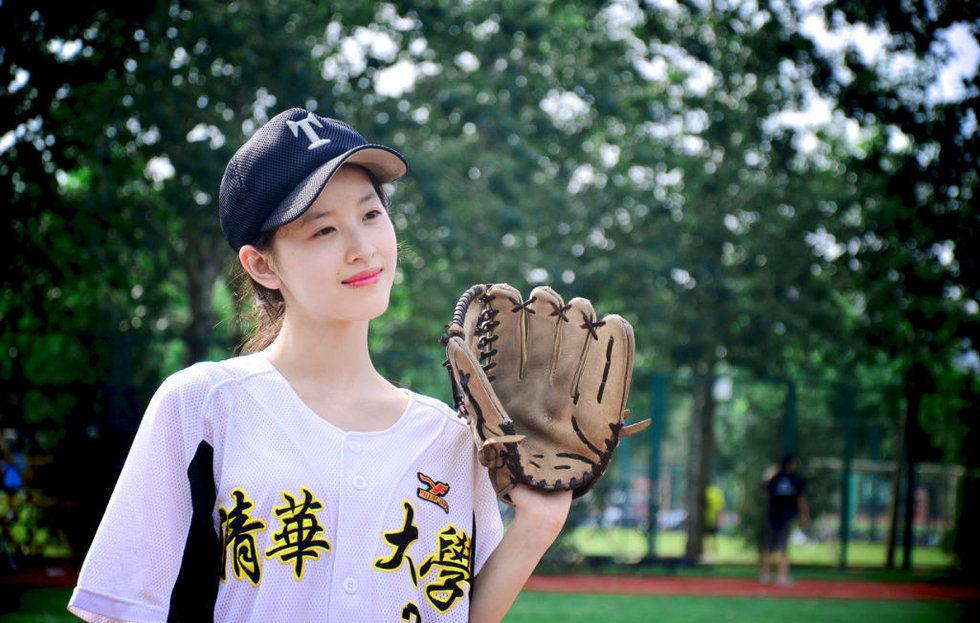 奶茶妹妹代言清华棒球队