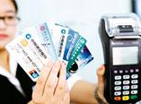 """追·问第17期:银行卡""""换芯""""为何嫌贫爱富?"""