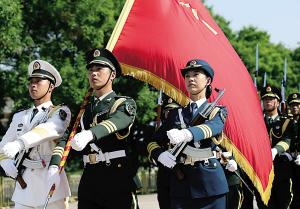 """阁下,中国人民解放军三军仪仗队列队完毕,请您检阅!""""昨日15"""