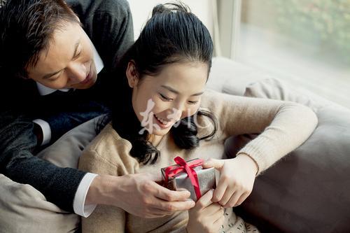 男人比女人普遍老的慢 夫妻相差多少岁最幸福