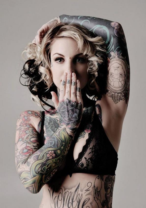 裸女秀斑斓纹身 演绎终极人体诱惑 文化频道