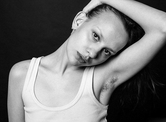 而女性露出腋毛通常会让人觉得反感、恶心.因此,她们经常会刮掉