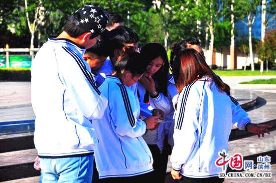 滨职学生青年节校园奔跑寻宝