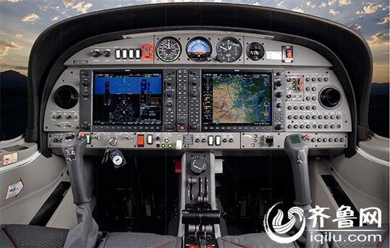 """资料图 齐鲁网滨州6月19日讯 近日,一款名为""""奥地利钻石DA40型号固定翼飞机""""的私人飞机在京东商城上线。商品介绍显示,这款售价为300万的私人飞机是由山东滨奥飞机制造有限公司生产,而这家公司的生产基地就位于滨州市沾化区的大高镇。私人飞机这么土豪的东西也能在网上销售?本网和该公司取得了联系,一探究竟。 据该公司销售部门的美女介绍,这款飞机是于6月11日正式在京东商城上线,目前是通过该商城的环球之翼旗舰店进行销售。这款型号为DA40的飞机在线下的销售价格为315万,京东上的售价可"""