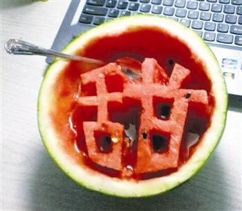 """""""水果""""玩创意 网络助人气"""