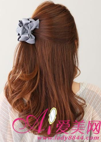 教你用韩式发箍 为发型画龙点睛 女生发型秘技 甜美蝴蝶结快速扎法