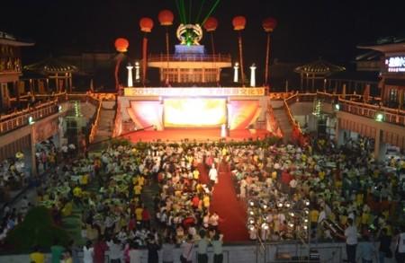 """(2012中国清远鸡美食旅游文化节""""千人尝百鸡宴""""盛况)"""