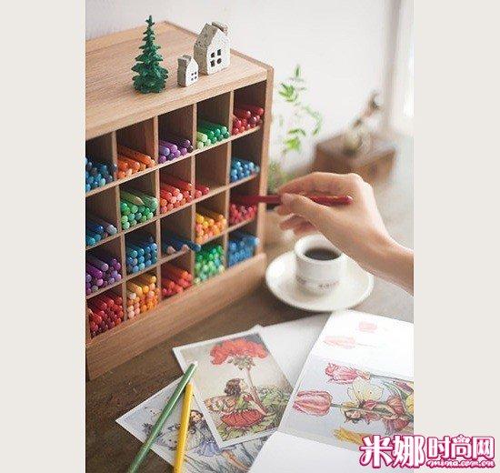 色彩知识,还给每支铅笔都赋予了独特的名字.500种颜色也是琢