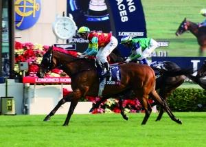 """▲浪琴表香港一哩赛事冠军由扎克潘顿与""""雄心威龙""""获得。"""