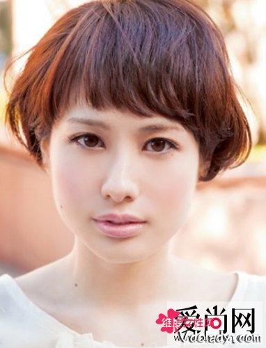 蓬松小卷短发 打造小女生瘦脸发型