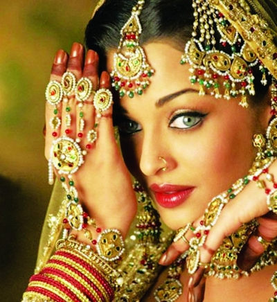 印度第一美女艾西瓦娅无疑是风光的