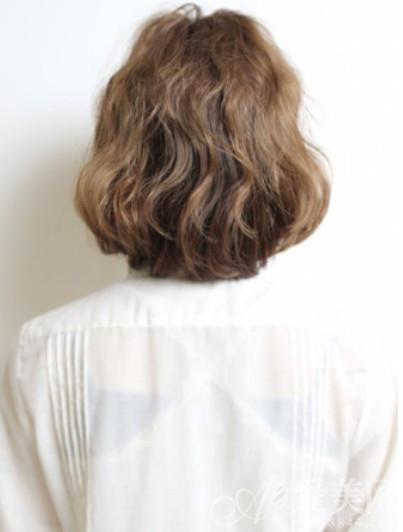 适合长脸女生的美发型 小卷梨花头