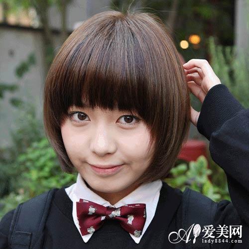 齐刘海黄褐色学生短发图片